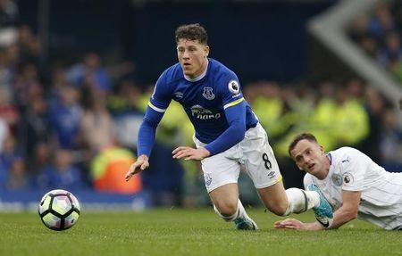 Everton's Ross Barkley in action with Leicester City's Andy King