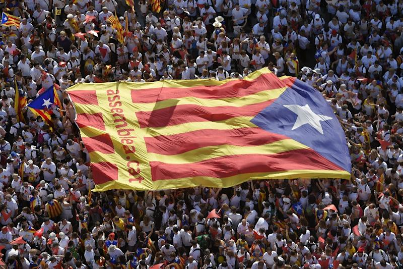 "Demonstrators unfold an ""Estelada"" (pro-independence Catalan flag) during celebrations for Catalonia's National Day in Barcelona on September 11, 2015 (AFP Photo/Lluis Gene)"