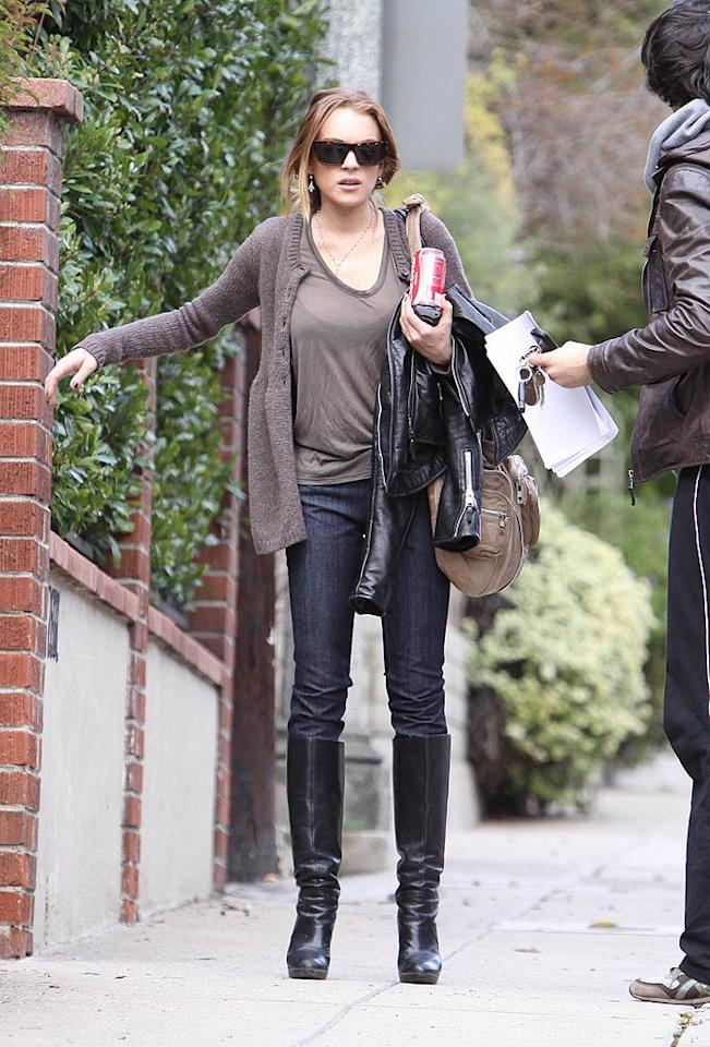 """A slim Lindsay Lohan was seen leaving girlfriend Samantha Ronson's house in Hollywood. Despite the noticeable weight loss, Lindsay's mother Dina told """"Access Hollywood"""" that her daughter was """"happy and healthy."""" Hollywood Pixx/<a href=""""http://www.splashnewsonline.com"""" target=""""new"""">Splash News</a> - February 17, 2009"""