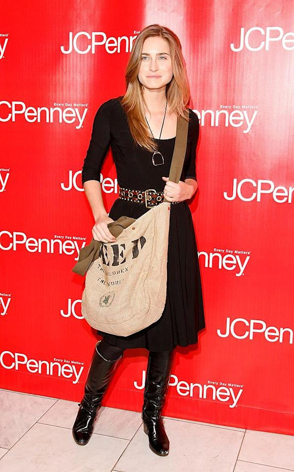 """Model Lauren Bush rarely hits the red carpet without her self-designed Feed Bag, which is available online or at Whole Foods. Proceeds from the bag's sales go to feeding hungry children. Mark Von Holden/<a href=""""http://www.wireimage.com"""" target=""""new"""">WireImage.com</a> - February 10, 2009"""