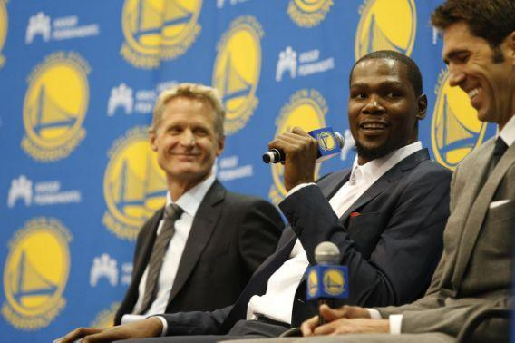 """<a class=""""link rapid-noclick-resp"""" href=""""/nba/players/4244/"""" data-ylk=""""slk:Kevin Durant"""">Kevin Durant</a> jokes around with his new bosses. (AP Photo/Beck Diefenbach)"""