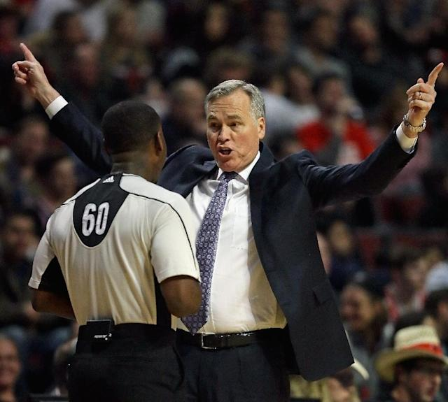 Head coach Mike D'Antoni of the Houston Rockets recorded his 500th career victory becoming only one of five active coaches with 500 wins (AFP Photo/JONATHAN DANIEL)