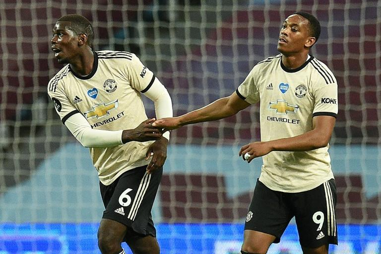 Paul Pogba et Anthony Martial avec Manchester United contre Aston Villa en Premier League le 9 juillet 2020 à Birmingham