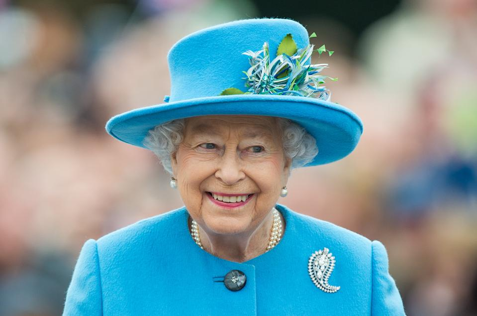 POUNDBURY, DORSET - OCTOBER 27:  Queen Elizabeth II tours Queen Mother Square on October 27, 2016 in Poundbury, Dorset.  (Photo by Samir Hussein/WireImage)