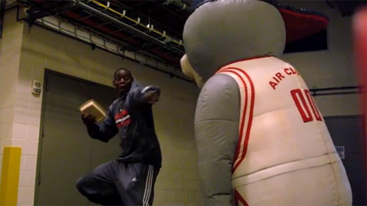 Rockets mascot Clutch takes on inflatable form, scares Houston players after practice (Video)