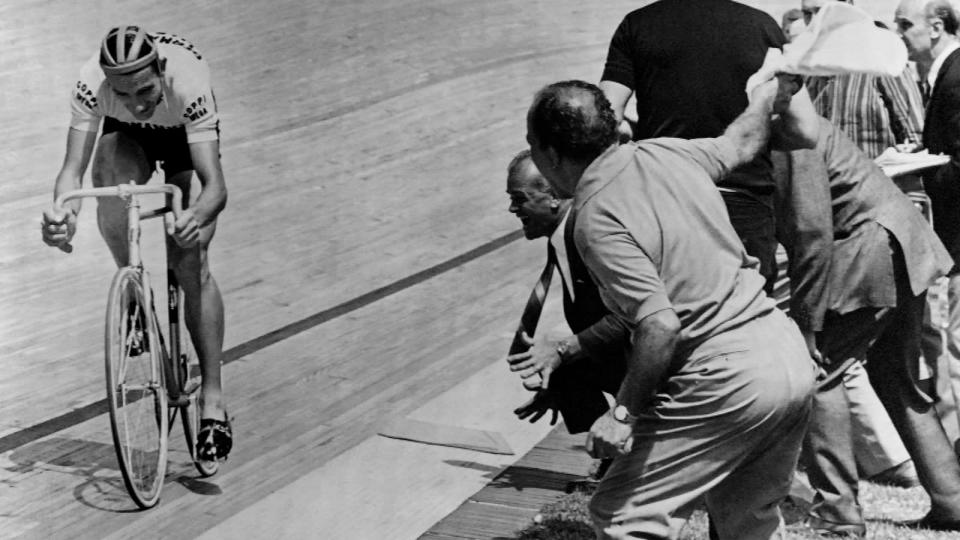 1942: Heading back in time. Fausto Coppi attempts the Hour Record during the Second World War, riding 45.798km in Milan