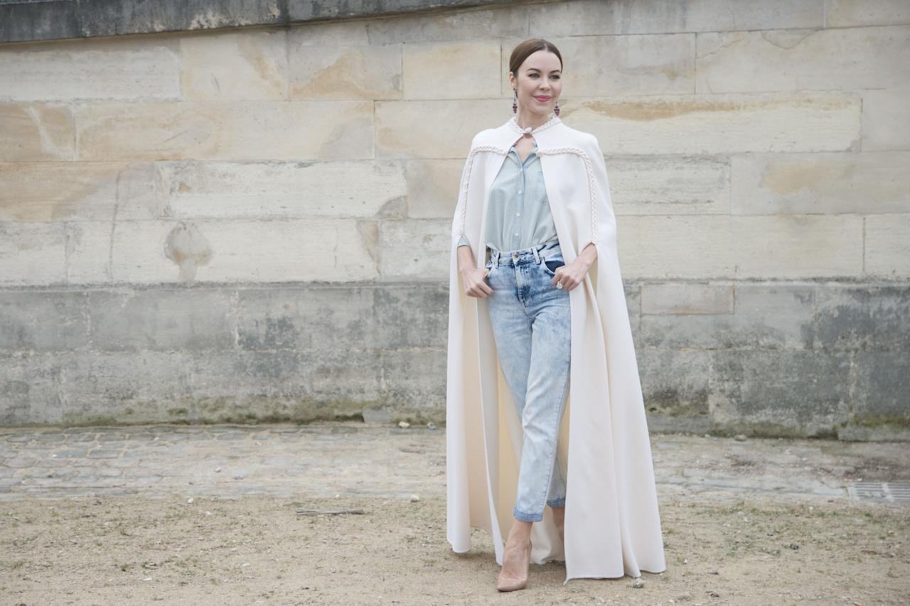 <p>Big ups to the designer for pairing a couture cape with jeans.</p>