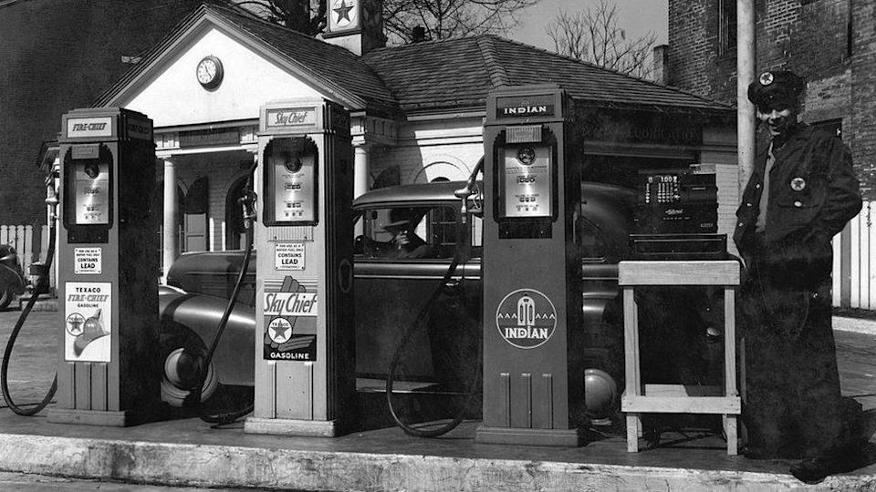 Petrol station in Kentucky, late 1930s