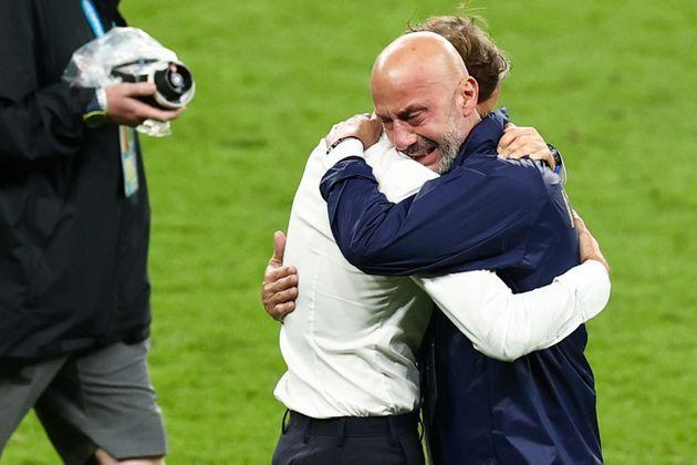 11 July 2021, United Kingdom, London: Football: European Championship, Italy - England, final round, final at Wembley Stadium. Football: European Championship, Italy - England, final round, final at Wembley Stadium. Italy coach Roberto Mancini (l) and Gianluca Vialli, head of the Italian national team delegation, hug after winning the penalty shootout. Photo: Christian Charisius/dpa (Photo by Christian Charisius/picture alliance via Getty Images) (Photo: picture alliance via Getty Images)
