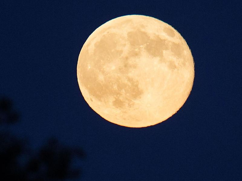 How To See Tonight 39 S Extremely Rare Strawberry Moon