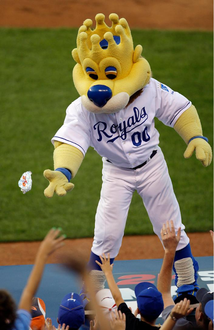 """In this Monday, Aug. 24, 2009 photograph, Kansas City Royals mascot """"Sluggerrr"""" throws hot dogs into the crowd during a baseball game against the Cleveland Indians in Kansas City, Mo. The Missouri Supreme Court is weighing whether a legal standard that protects sports teams from being sued over fan injuries caused by in-game events should also apply to those caused by mascots or other team personnel. (AP Photo/Charlie Riedel)"""