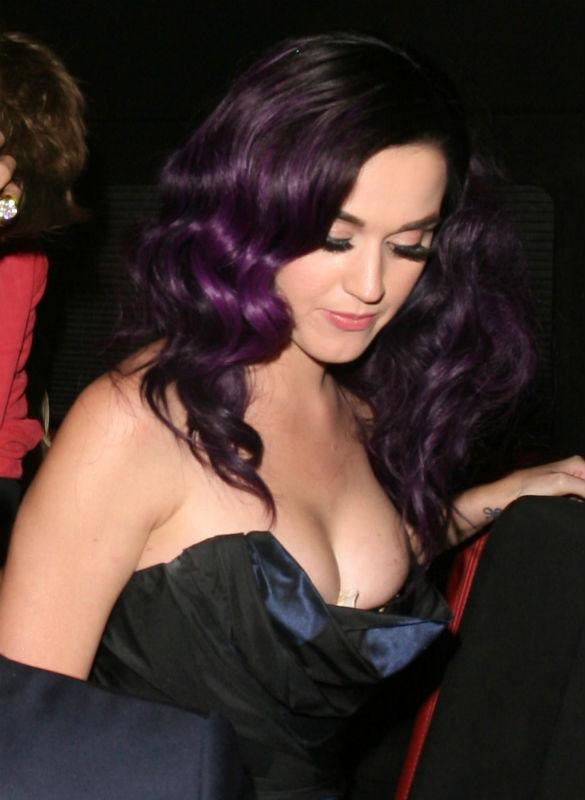 PHOTOS: Katy Perry StuffS Her Bra With Tissues As She Parties With Justin Bieber And Robert Pattinson