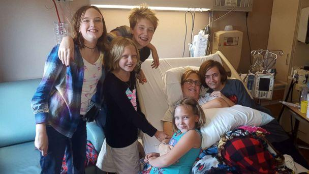 PHOTO: Jenny Williams, 37, of Memphis, Tenn., poses with her five daughters after her donating her kidney. (Jenny Williams)