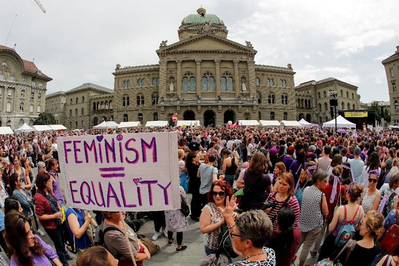Women demonstrated outside government offices in Bern (AFP Photo/STEFAN WERMUTH)