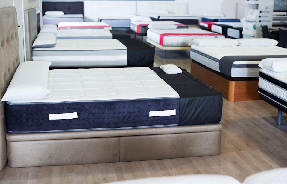<p>There are tons of online mattress companies that sell direct-to-consumer or through Amazon, but most people prefer to test their mattress out in-person before making the expensive purchase. Can ya blame them?</p>