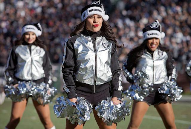 """<a class=""""link rapid-noclick-resp"""" href=""""/nfl/teams/oak/"""" data-ylk=""""slk:Oakland Raiders"""">Oakland Raiders</a> cheerleaders have settled with the team over back pay. (Getty)"""