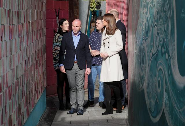 The Duke and Duchess look at artwork in Love Lane in Dublin. (Getty Images)