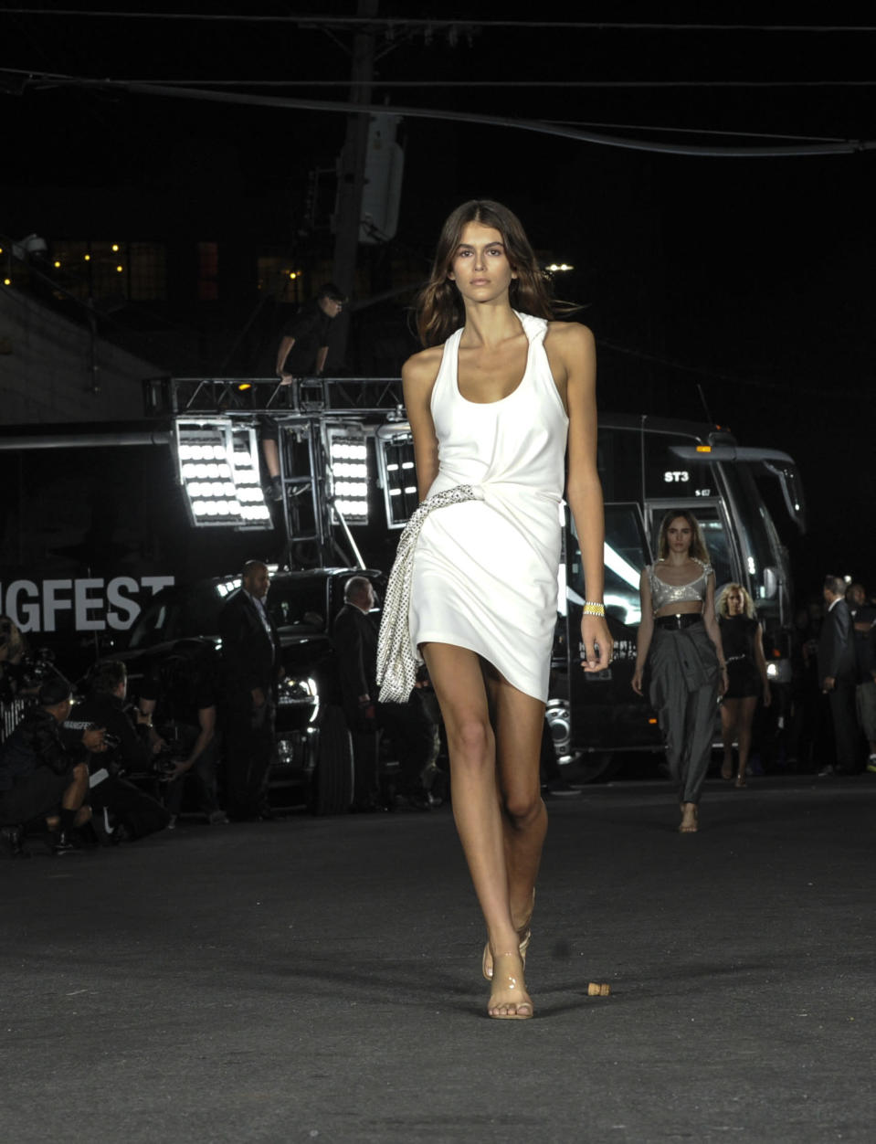 <p>Kaia made an appearance at Alexander Wang's overcrowded show in a stark white dress straight from the 90s.<br><i>[Photo: AP]</i> </p>