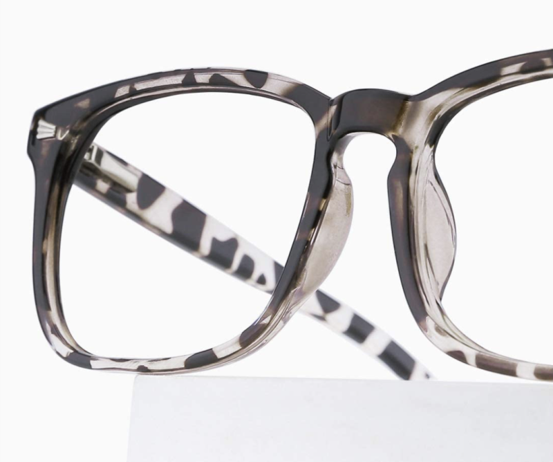 Smart and speckled. Ideal for brunettes. (Photo: Amazon)