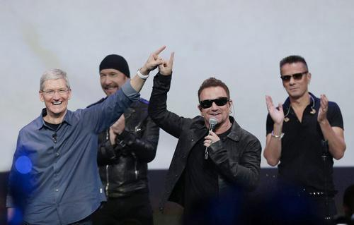 U2 onstage with Tim Cook