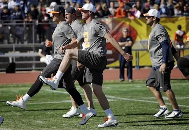 Atlanta Falcons quarterback Matt Ryan (2) and Detroit Lions quarterback Matthew Stafford, left, warm up during practice for the NFL Football Pro Bowl Saturday, Jan. 24, 2015, in Scottsdale, Ariz. The game is scheduled to be played Sunday in Phoenix. (AP Photo/Mark Humphrey)