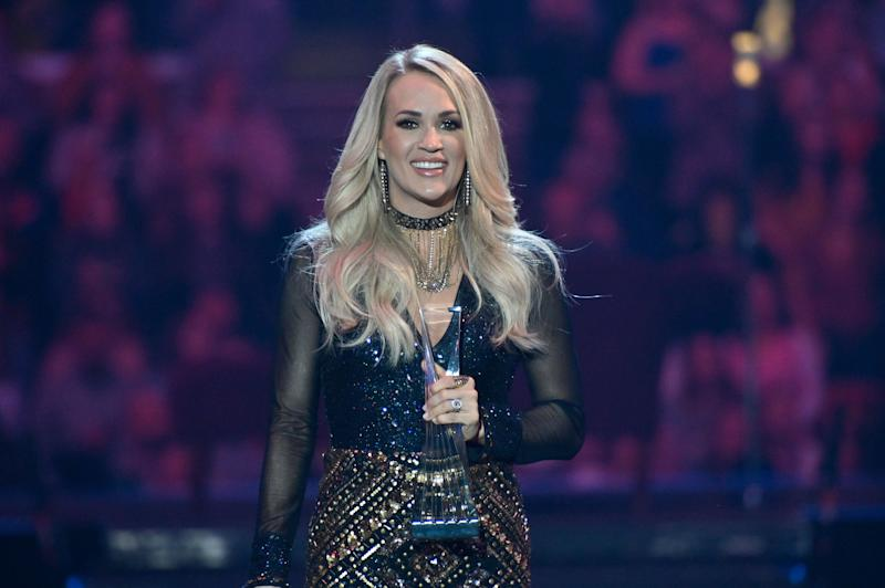 Carrie Underwood accepts an award