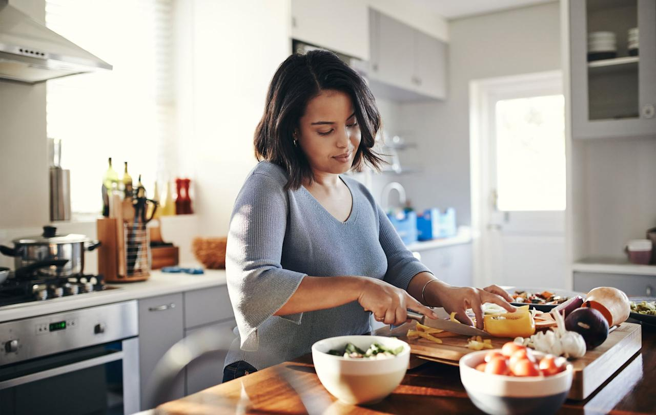 """<p>In order to lose overall body weight, which will include belly fat, Leslie has a few eating tips that she recommends to clients:</p> <ul> <li>Eat whole foods that are made from one ingredient, such as brown rice, fruit, sweet potatoes, and other veggies.</li> <li>""""Focus on eating lots of non-starchy veggies to help keep you full without eating too many calories,"""" Leslie said. This includes spinach, kale, and other salad greens, bell peppers, carrots, and bok choy. </li> <li>""""Eat a lower-carb diet, not no carb - just not our typical Western excess grain diet."""" She recommends a diet that's 40 percent carbs, which includes veggies, fruit, whole grains, and a few fun treats mixed in.</li> <li>""""Avoid highly-processed, no-nutrition foods on a daily basis,"""" she suggested, including refined grains and foods with lots of additives or chemicals.</li> <li> <a href=""""https://www.popsugar.com/fitness/Eating-Sugar-Help-Me-Lose-Belly-Fat-46487854"""" class=""""ga-track"""" data-ga-category=""""Related"""" data-ga-label=""""https://www.popsugar.com/fitness/Eating-Sugar-Help-Me-Lose-Belly-Fat-46487854"""" data-ga-action=""""In-Line Links"""">Reduce refined sugars</a>, and if you want to enjoy sweeteners in moderation, choose maple syrup or honey, she said.</li> <li>Limit alcohol consumption, said registered dietitian Jessica Levings from <a href=""""https://balancedpantry.com/"""" target=""""_blank"""" class=""""ga-track"""" data-ga-category=""""Related"""" data-ga-label=""""https://balancedpantry.com/"""" data-ga-action=""""In-Line Links"""">Balanced Pantry</a>. It """"will cut out excess calories from the drinks themselves, and also from the poor food choices you're likely to make the next day,"""" she said. </li> <li>Have a treat every so often for balance, Leslie suggested, but choose ones that offer some health benefits such as low-sugar dark chocolate for antioxidants, or an oatmeal cookie which gives you some beneficial fiber.</li> <li>If intermittent fasting interests you, incorporate <a href=""""https://www.popsugar.com/fitness/What-1212-Fast"""