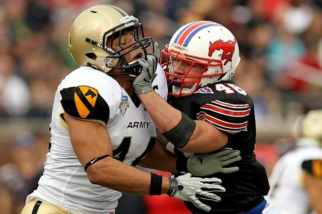 Joshua McNary (L) during a game for the Army Black Knights during the Bell Helicopter Armed Forces Bowl at Gerald J. Ford Stadium on December 30, 2010 in Dallas, Texas (AFP Photo/Ronald Martinez)