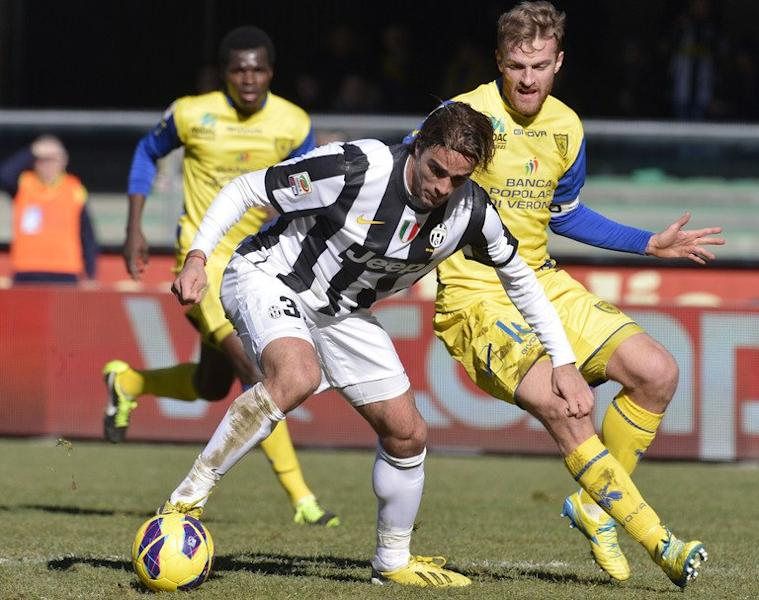 Juventus' Alessandro Matri (C) fights for the ball with Chievo's Luca Rigoni during their Italian Serie A match at Bentegodi stadium in Verona, on February 3, 2013. Matri is confident the leaders can see off the challenge of an impressive Fiorentina side next, to extend their lead over Napoli this weekend