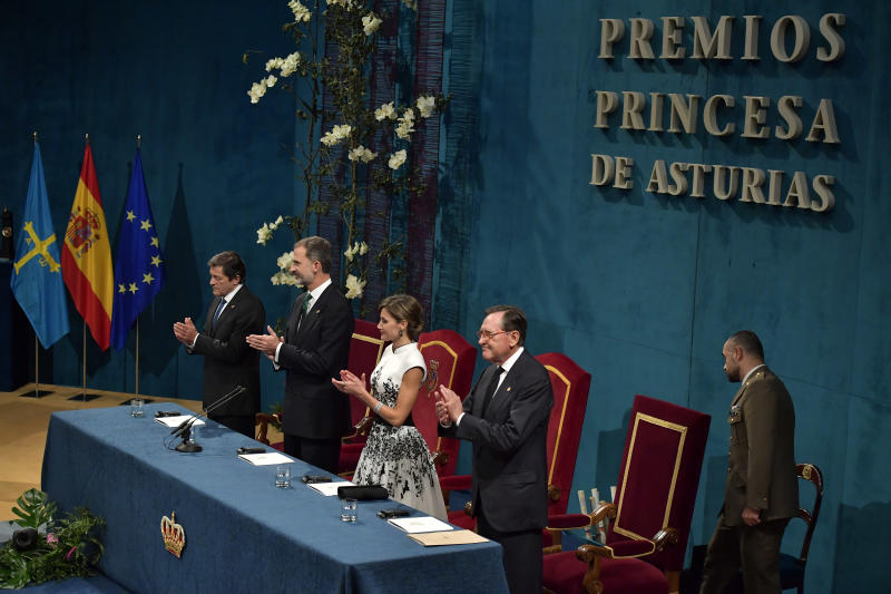 Spain's Kings Felipe VI and Letizia, applaud after arriving at the auditorium during the Princess of Asturias awards ceremony, in Oviedo, northern Spain, Friday Oct. 20, 2017. (AP Photo/Alvaro Barrientos)
