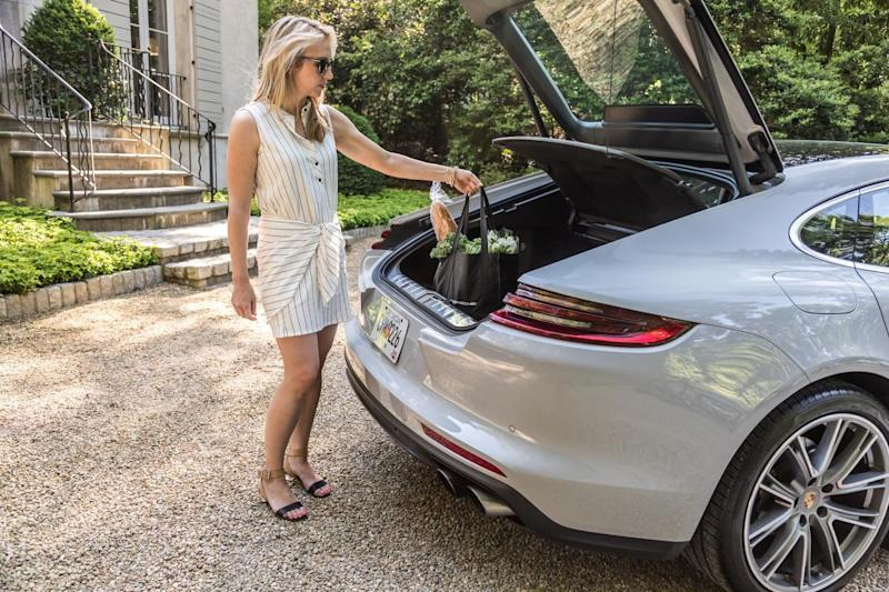 Porsche Launches New Short-Term Access Pilots 'Drive' and 'Host' in U.S.