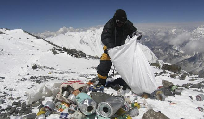 A Nepalese mountain guide collects garbage left by climbers on Mount Everest. Photo: AFP