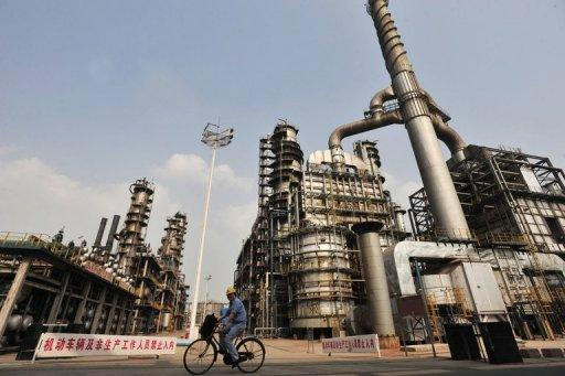 China's Sinopec, Asia's largest refiner, said its net profit tumbled 35 percent year-on-year