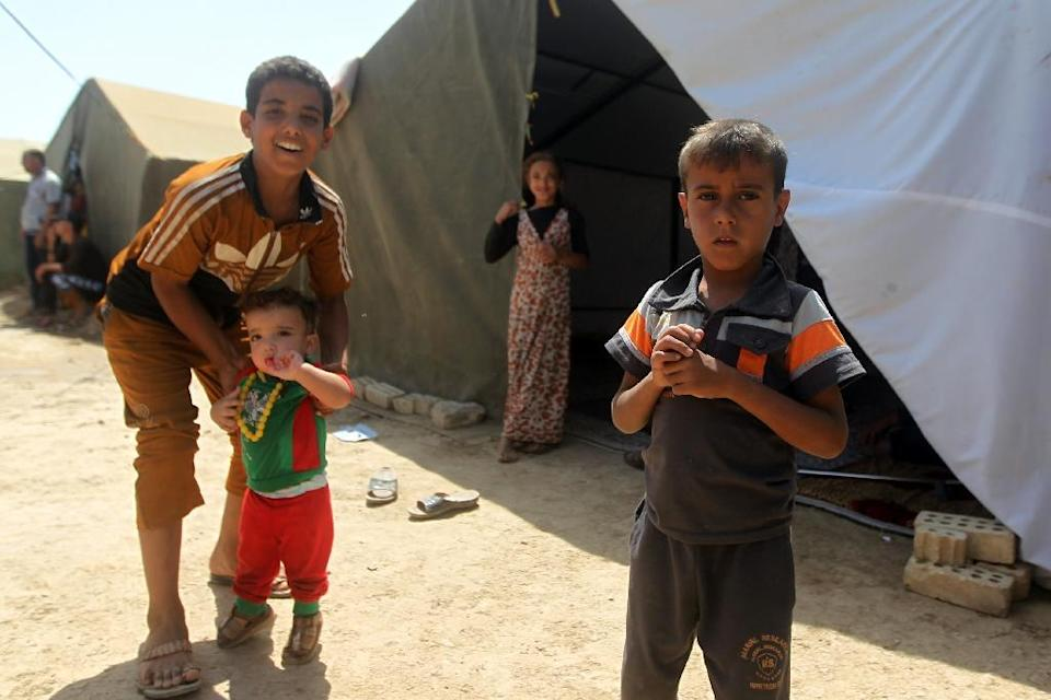 Iraqi children -- who fled with their families the city of Ramadi after it was seized by Islamic State (IS) militants -- gather outside tents at a camp housing displaced families in Bzeibez, on May 18, 2015 (AFP Photo/Ahmad Al-Rubaye)