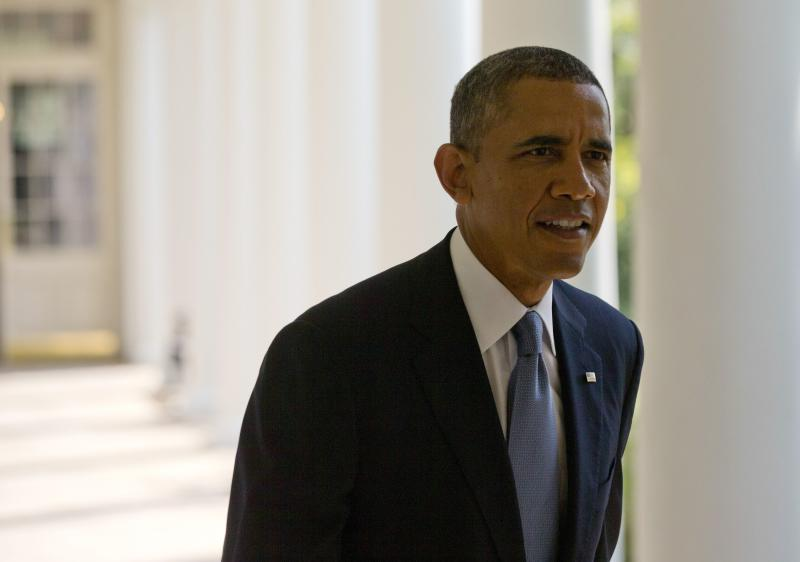 U.S. President Barack Obama walks from his residence to the Oval Office at the White House in Washington, September 10, 2013. Obama is scheduled to address the nation on Syria on Tuesday night. REUTERS/Jason Reed (UNITED STATES - Tags: POLITICS CONFLICT MILITARY)