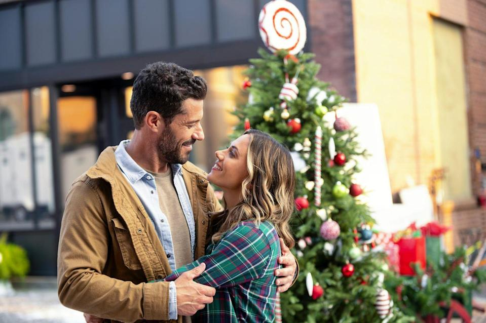 <p><strong>Saturday, November 7 at 8 p.m.</strong></p><p>Chloe (played by <strong>Jana Kramer</strong>) teams up with Michael (played by <strong>Brandon Quinn</strong>), a veteran who recently returned home, to show their support at the Officer's Christmas Ball. In the midst of all of their charity efforts, sparks fly between the two. </p>