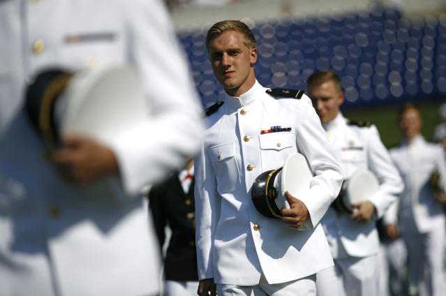 <p>Graduating U.S. Naval Academy midshipmen process into the Academy's graduation and commissioning ceremony, Friday, May 25, 2018, in Annapolis, Md. (Photo: Patrick Semansky/AP) </p>