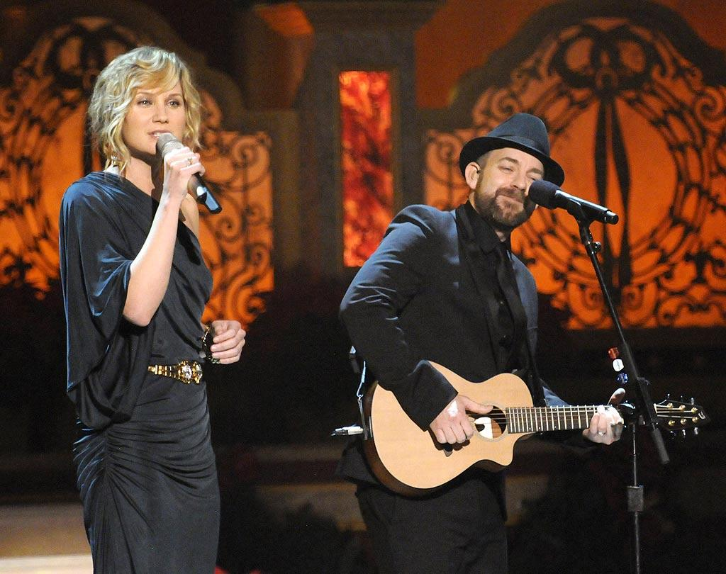 "Sugarland's Jennifer Nettles and Kristian Bush performed ""Gold and Green,"" the title track off of their new holiday album. Kevin Mazur/<a href=""http://www.wireimage.com"" target=""new"">WireImage.com</a> - December 13, 2009"