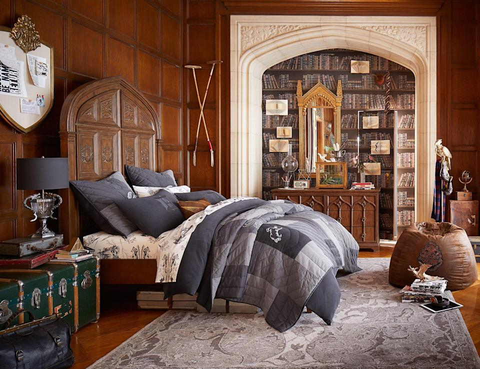 <p>This room looks straight out of a Hogwarts dormitory! </p>
