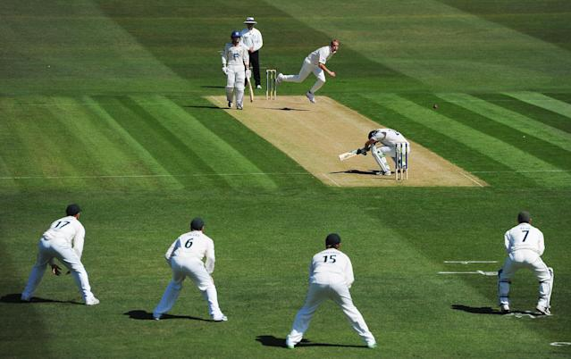 HOVE, ENGLAND - MAY 10: Stuart Broad of Nottinghamshire bowls a bouncer to Ed Joyce of Sussex during the LV County Championship match between Sussex and Nottinghamshire on May 10, 2011 in Hove, England. (Photo by Mike Hewitt/Getty Images) *** BESTPIX ***