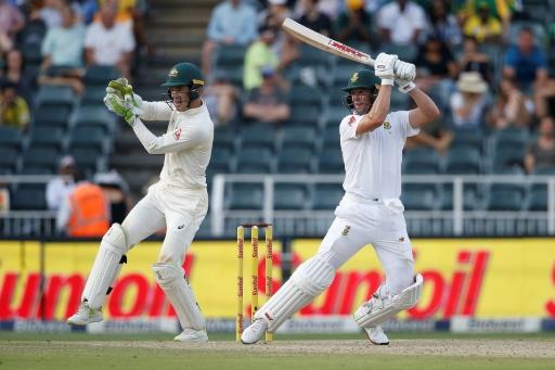 South African batsman AB de Villiers (R) is eager to return to the Proteas' T20 team