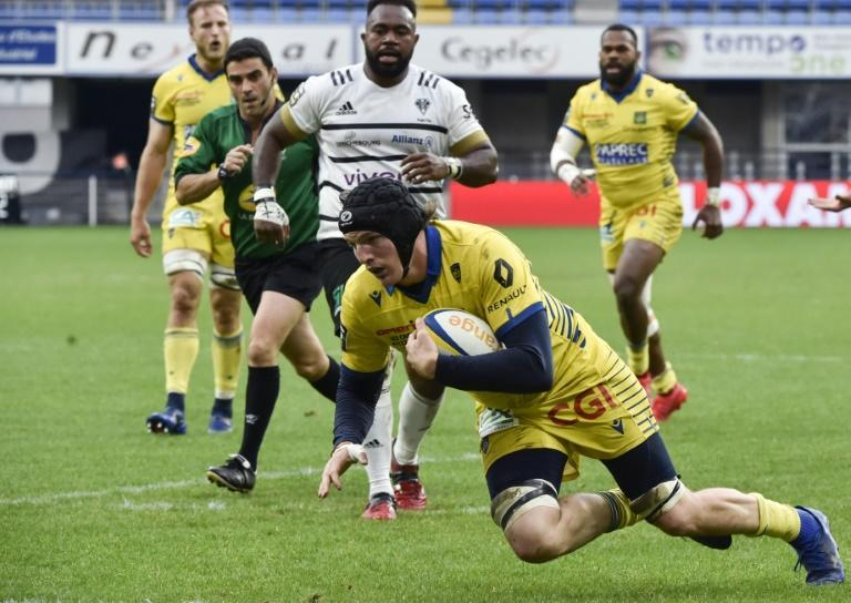 French lock Arthur Iturria scores for Clermont during their 37-27 win over brive in the Top 14 on Saturday