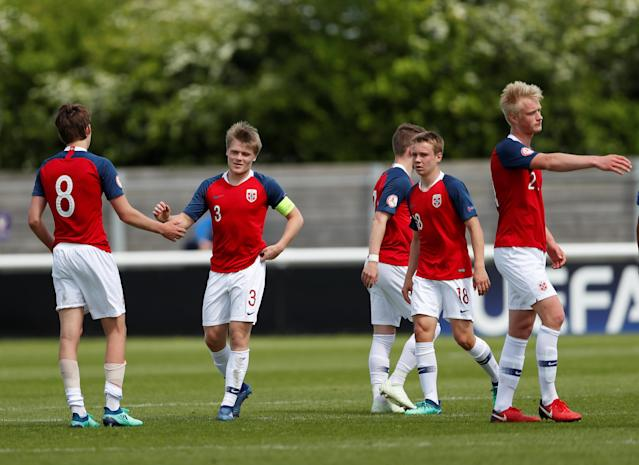 Soccer Football - UEFA European Under-17 Championship - Group B - Norway v Slovenia - Loughborough University Stadium, Loughborough, Britain - May 10, 2018 Norway celebrate victory at the final whistle Action Images via Reuters/Andrew Boyers