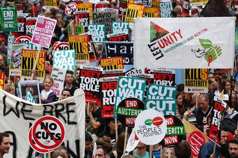 Demonstrators with placards crowd the area around the Bank of England at the start of a protest against the British government's spending cuts and austerity measures in London on June 20, 2015 (AFP Photo/Justin Tallis)