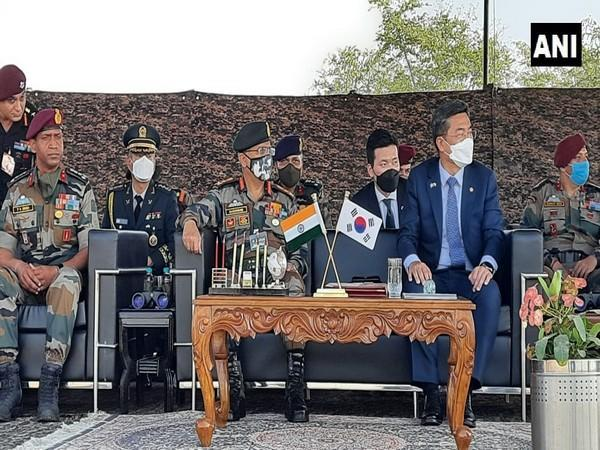 Korean Defence Minister, Suh Wook visits Agra (Photo/Creidit: Twitter)