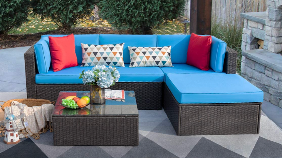 Set yourself up for maximum relaxation with this outdoor sectional couch.