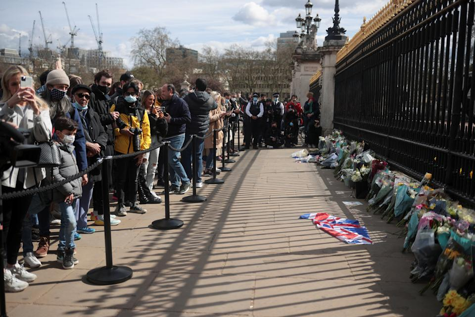 Mourners gather outside Buckingham Palace after Britain's Prince Philip, husband of Queen Elizabeth, died at the age of 99, in London, Britain, April 9, 2021. REUTERS/Hannah McKay