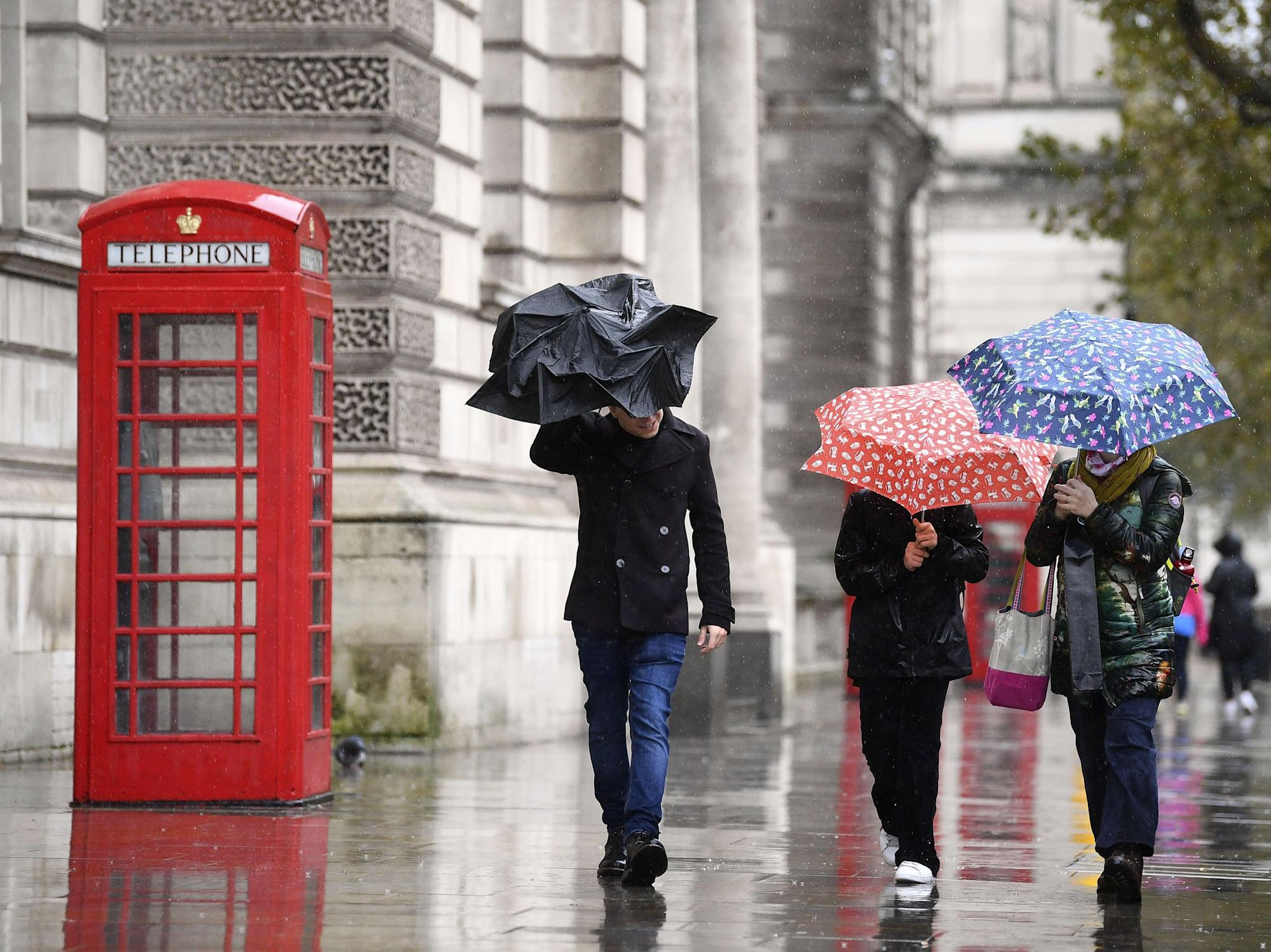 UK weather: Britain braces for snow and rain in 'rollercoaster' week as temperatures plunge