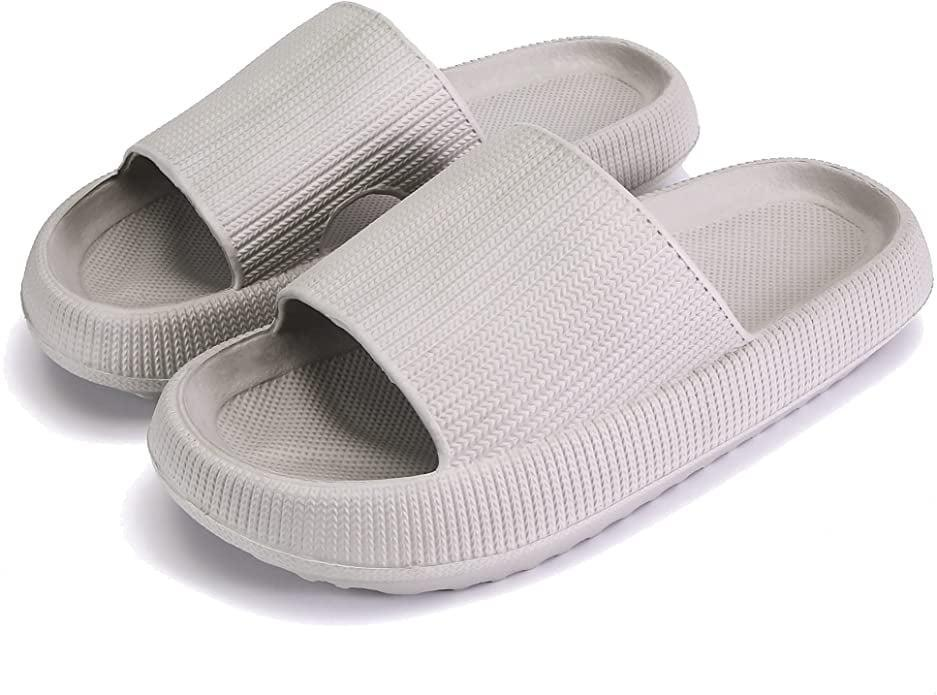 <p><span>Pillow Slides Slippers in Gray</span> ($20)</p>
