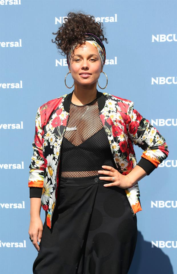 <p>The clean-faced singer wears Jennifer Fisher Samira Hoop earrings at Radio City Music Hall in New York. (Photo: Walter McBride/Getty Images) </p>